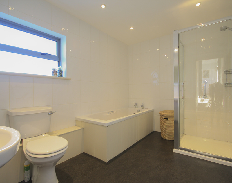 The bathroom in Yaffles, a self catering holiday house to rent in beautiful Daymer Bay on the North Cornish Coast.