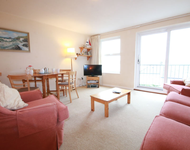 The light, open plan sitting/dining area of Slipway 6, holiday rental in Rock,Cornwall.