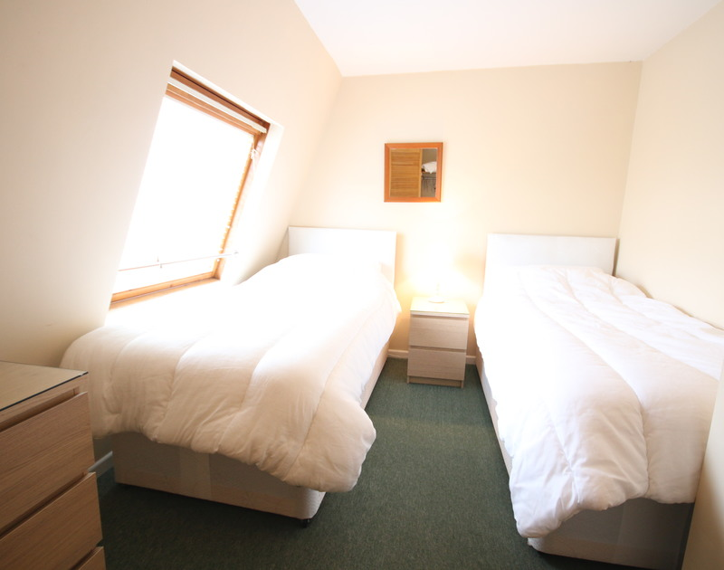 A cosy twin bedroom at Slipway 6, holiday rental in Rock, Cornwall