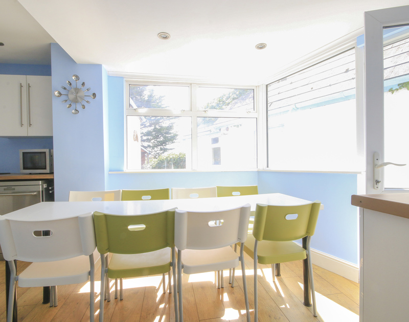The light-filled dining area of Crewsnest, a holiday rental in Rock, Cornwall, with door to the garden.