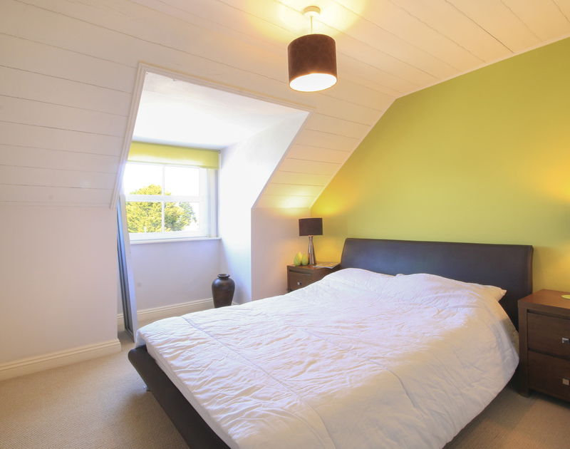 Double bedroom with partially vaulted ceiling at Crewsnest, a classy holiday house in Rock, Cornwall