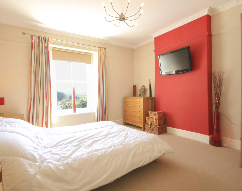 A beautifully furnsihed double bedroom at Crewsnest, holiday rental in Rock, Cornwall, with wall-mounted TV.
