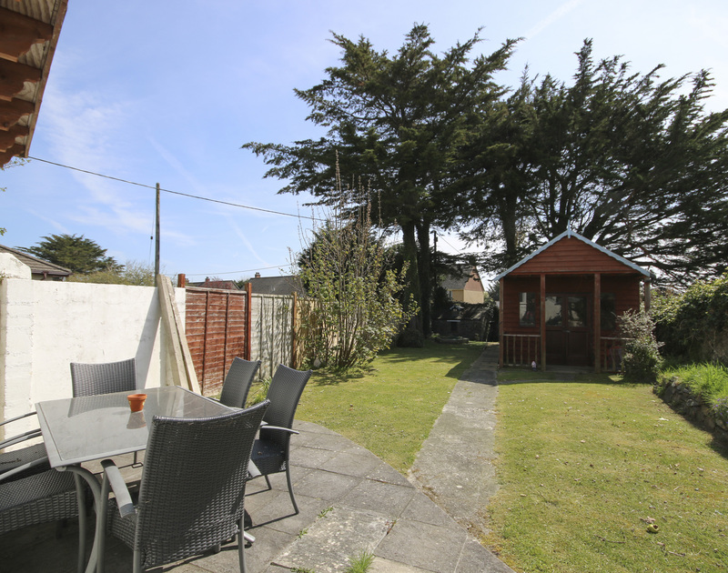 The patio and lawned garden Crewsnest, holiday house in Rock, Cornwall