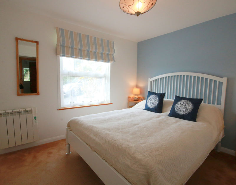 The attractive king size bedroom in Slipway 21, a self catering holiday cottage to rent in Rock, North Cornwall.