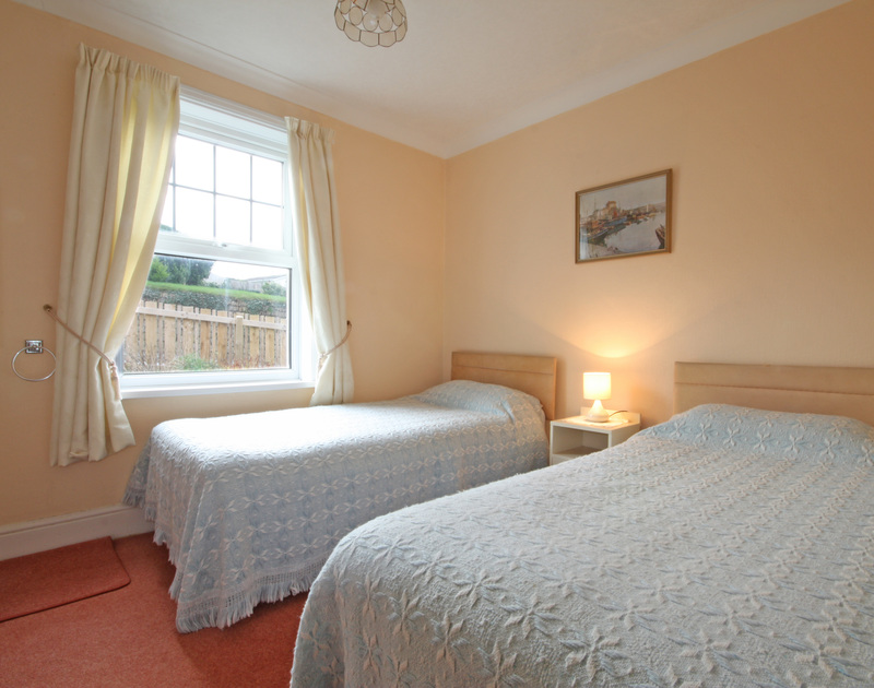 The twin bedroom in Pinewood Flat 3, a self catering holiday rental very close to the beach at Polzeath on the North Cornish Coast.