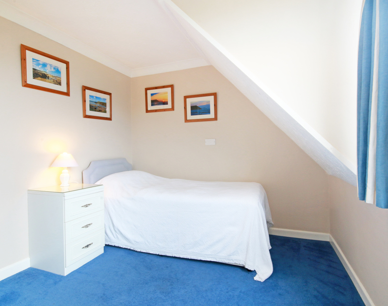 A pretty single bedroom in Sunset, self catering accommodation in the popular coastal village of  Polzeath in North Cornwall.