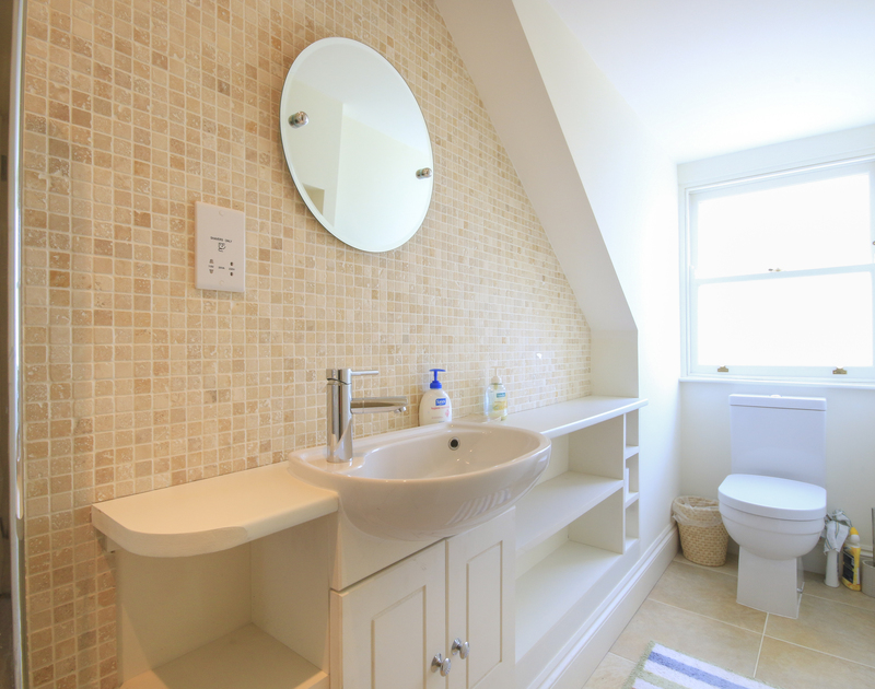 One of the bathrooms in Lowenna Manor 9, a self catering holiday house to rent in Rock, Cornwall.
