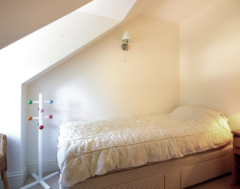 One of the single bedrooms in Lowenna Manor 9, a self catering holiday house to rent in Rock, North Cornwall.
