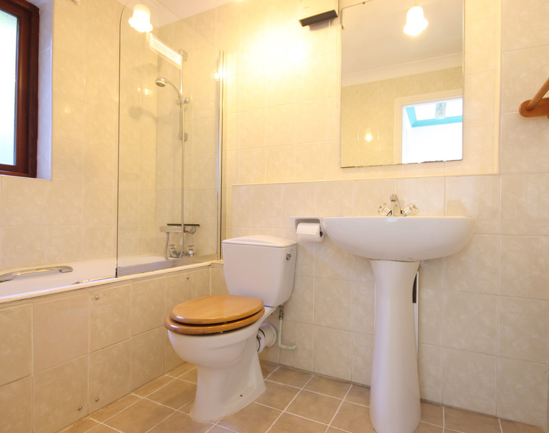 A functional, fully-tiled bathroom at Fieldview, a holiday house in Rock, Cornwall