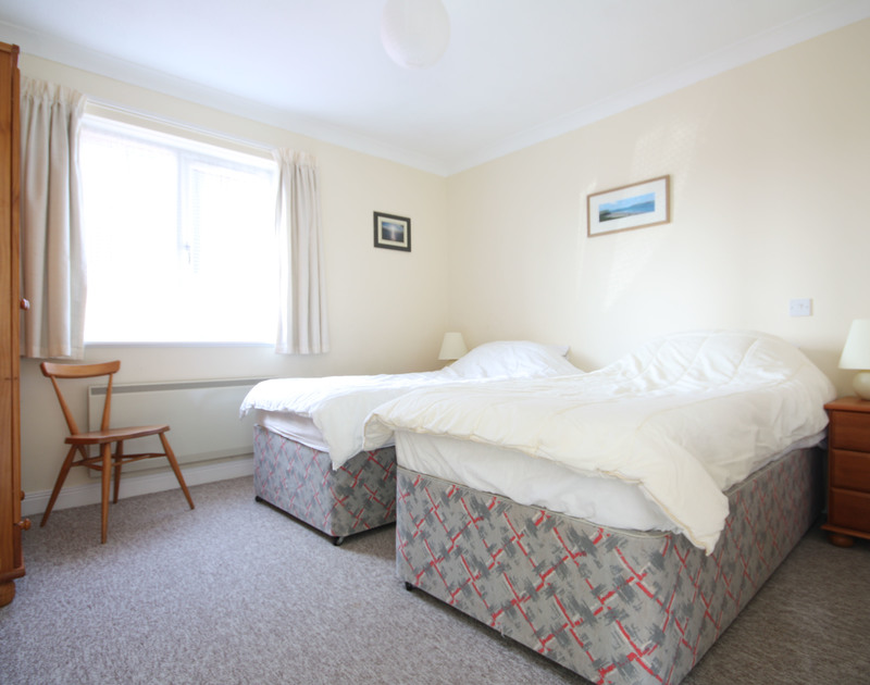 A simple twin bedroom at Fieldview, a holiday house in a peaceful spot of Rock, Cornwall