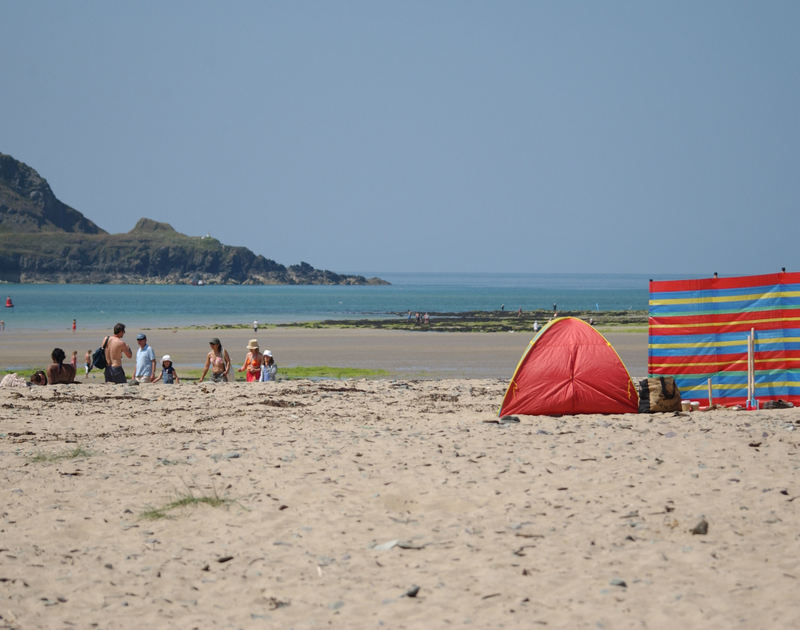 Little Torquil, a holiday cottage to rent is a short stroll from Daymer Bay, a classic North Cornish beach.