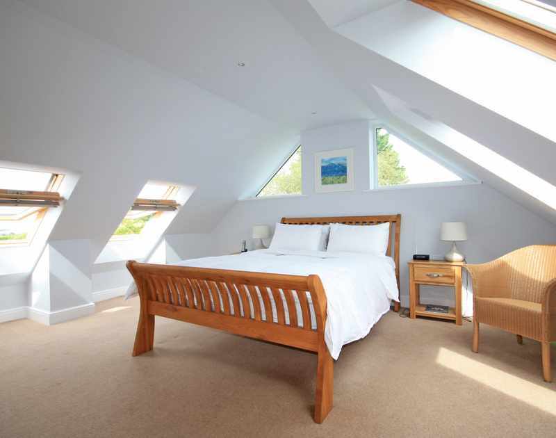 An ensuite double bedroom at Saltrock, a holiday house in Rock, Cornwall, with velux windows.
