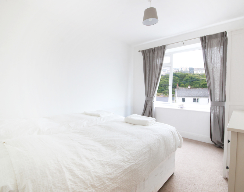 The simple twin bedroom of Flat 1, The Parade, a holiday apartment to rent at Polzeath, Cornwall