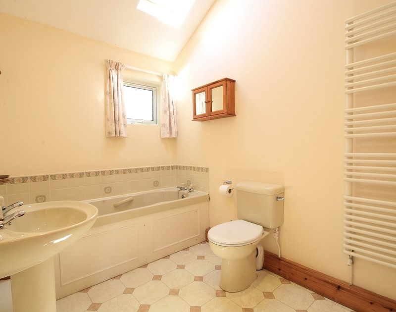 One of three bathrooms in Turnstones, a self catering holiday bungalow to rent in Daymer bay, Cornwall.