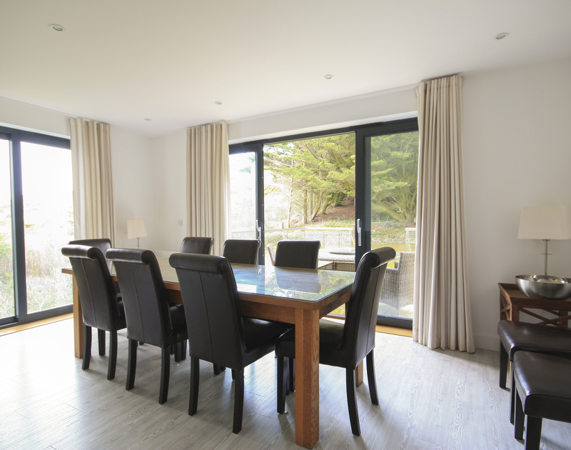The elegant dining room in The Lighthouse, a self catering holiday house to rent on the Camel Estuary in Rock, Cornwall.