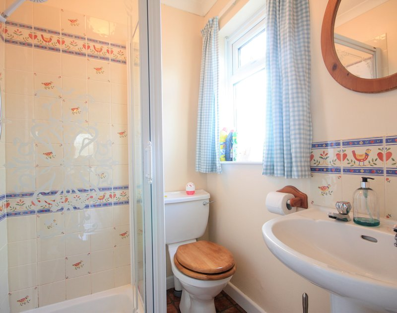 The colourful shower room in Little Sailing, a self catering holiday house to rent in Rock, North Cornwall.