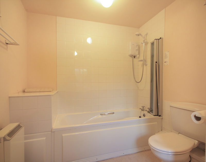 The bathroom in Mill Pond, a pet friendly, holiday house to rent in Rock, Cornwall.
