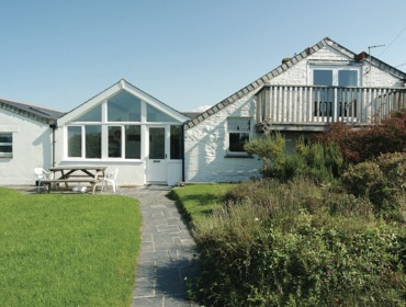 The pretty exterior of Mencarrek, a self catering holiday house to rent in St Minver, Rock, Cornwall.