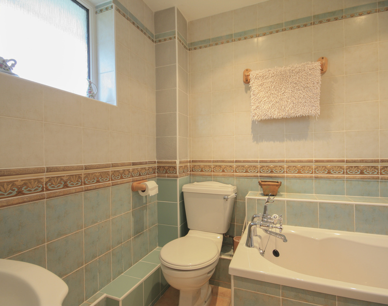 One of four bathrooms in Penina, a self catering holiday rental close to the beach and sea at Polzeath, North Cornwall.