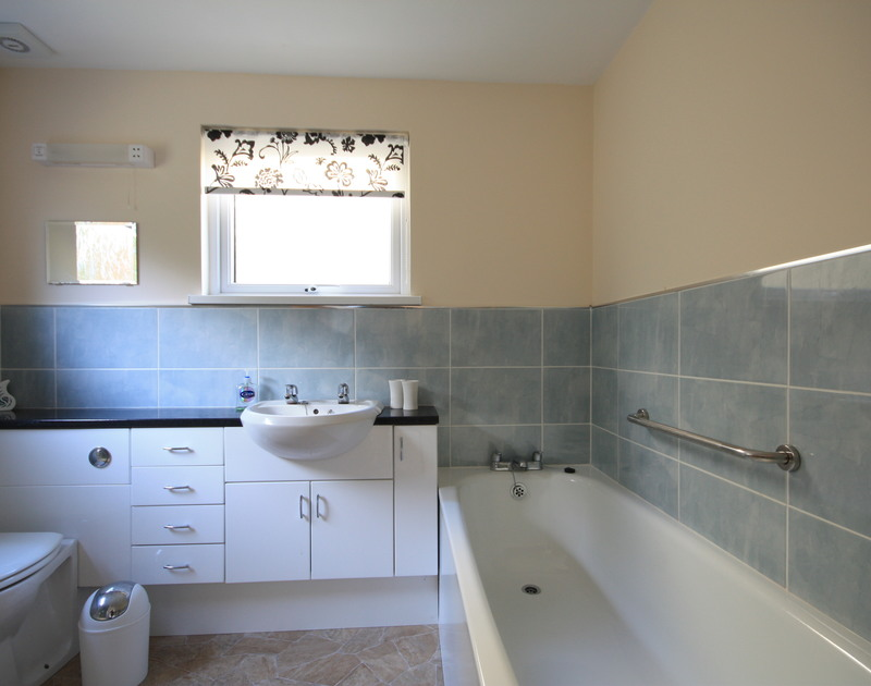 One of two bathrooms in Dozmary, a seaside self catering holiday house to rent in Polzeath, Cornwall.