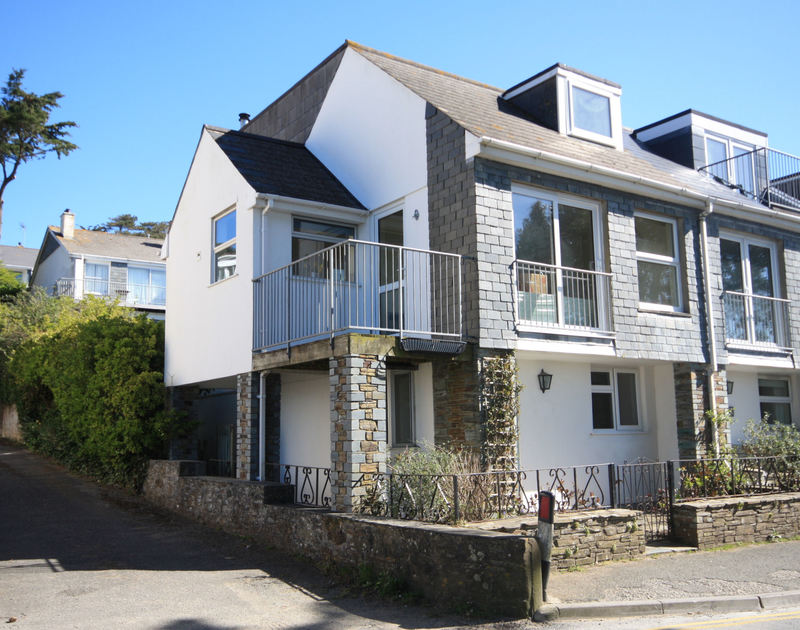 The exterior view of One Slipway Cottage, a waterside self-catering holiday rental in Rock, Cornwall