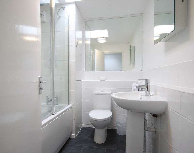 The shared family bathroom of One Slipway Cottage, a holiday house in Rock, Cornwall, with roof lightwell.