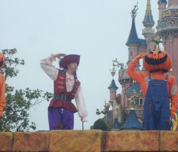 Disneyland Paris Performer Kris Oliver