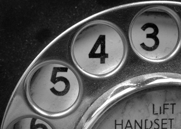 Иллюстрация к статье: Можно ли увеличить коверсию, просто разместив номер контактного телефона на целевой странице?