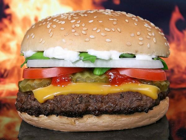 Иллюстрация к статье: Опасна ли иконка-гамбургер для здоровья вашей конверсии?