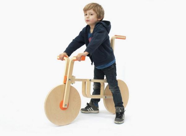 Игрушечный велосипед из табурета