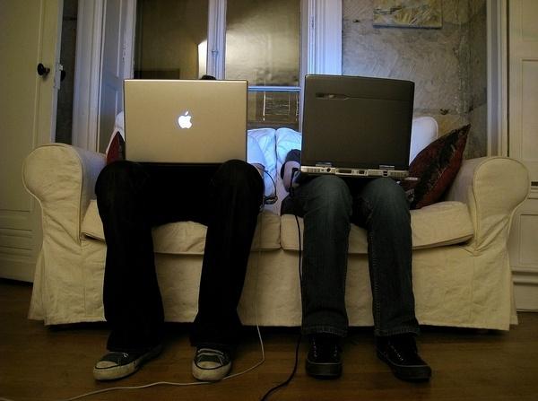 Иллюстрация к статье: Mac или ПК? Краткая история маркетинговой войны Apple и Microsoft