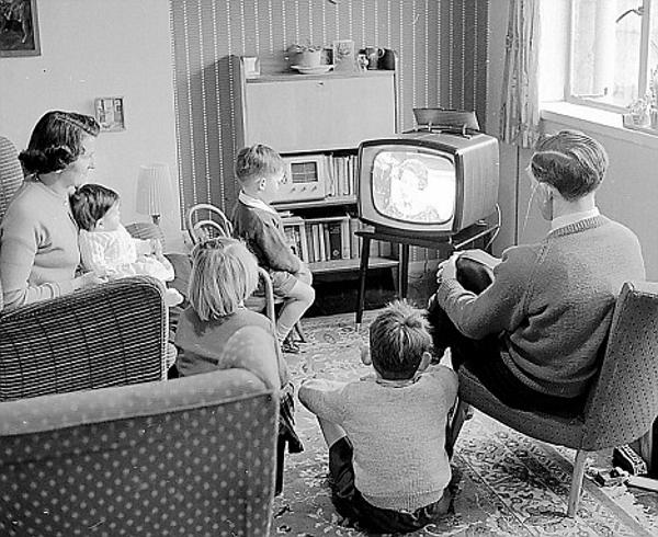 Иллюстрация к статье: Юмор в ТВ-рекламе: влияние социальной обстановки и повторного воспроизведения