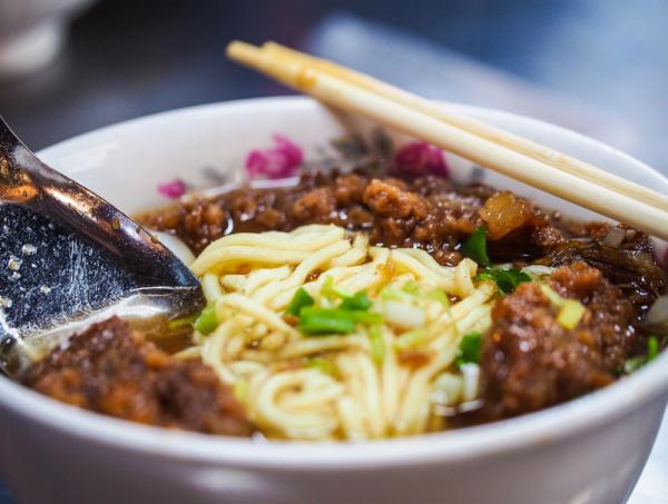 Иллюстрация к статье: Почему люди публикуют фотографии своей еды в Instagram?