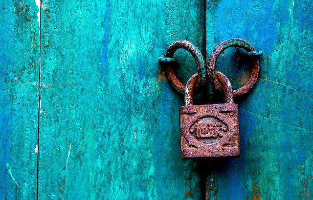 Иллюстрация к статье: Стоит ли переносить сайт на HTTPS: доводы за и против
