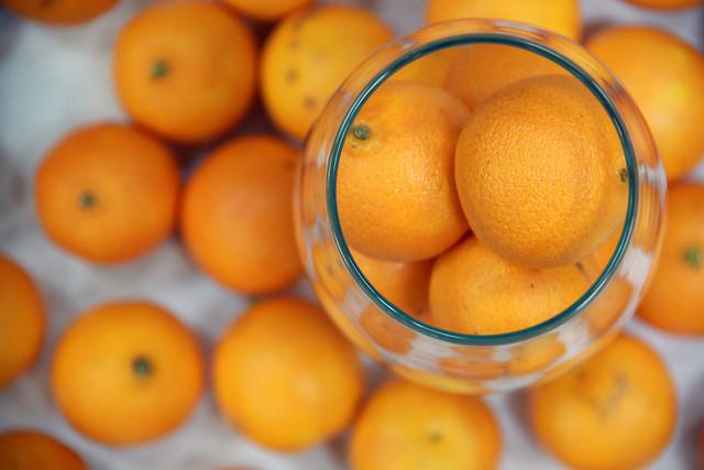 Иллюстрация к статье: Почему нельзя провезти апельсин через границу США?
