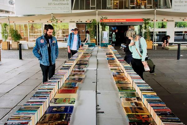 Иллюстрация к статье: Ценообразование в книжном бизнесе: почему учебники такие дорогие?