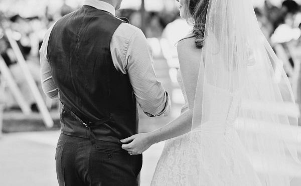 Иллюстрация к статье: Почему свадебное платье белого цвета?