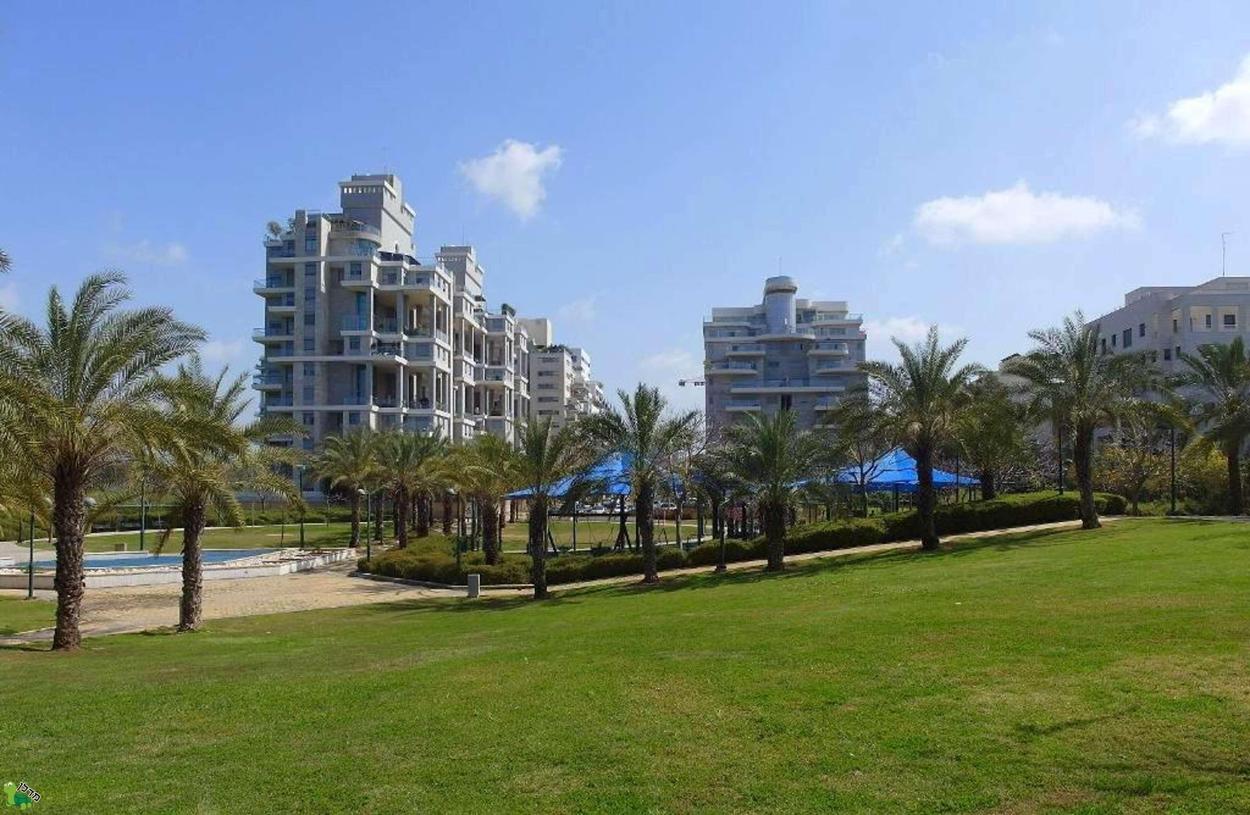בנפט דירות למכירה בנווה גן, רמת השרון - 82 דירות באזור ZQ-89