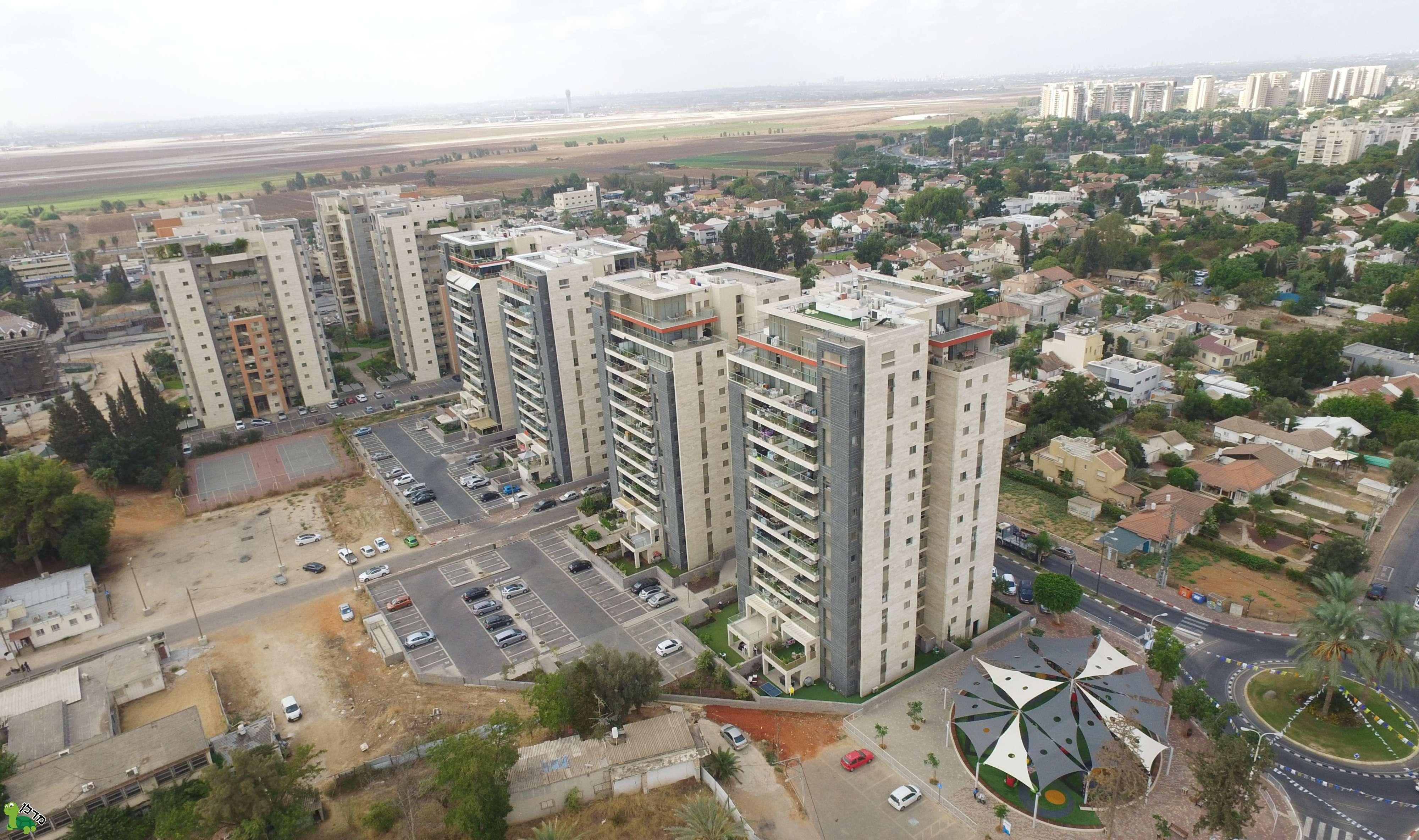מודרני דירות למכירה במרכז העיר, יהוד מונוסון - 78 דירות באזור LN-64