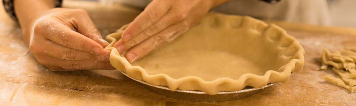 Crimping the edges of a pie