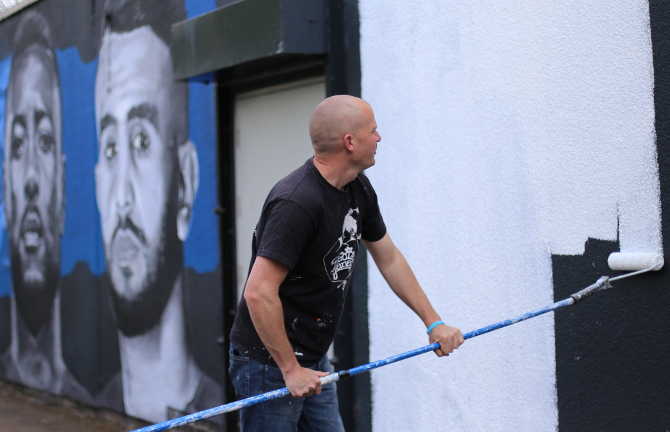 Richard Wilson painting the LCFC mural