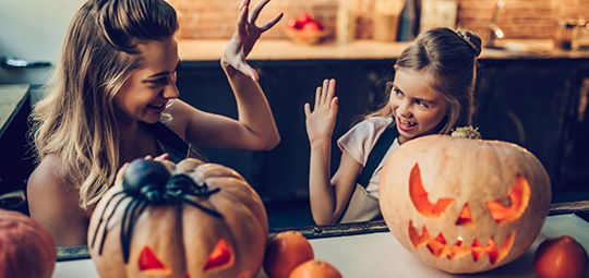 mother-and-daughter-carving-pumpkin-halloween