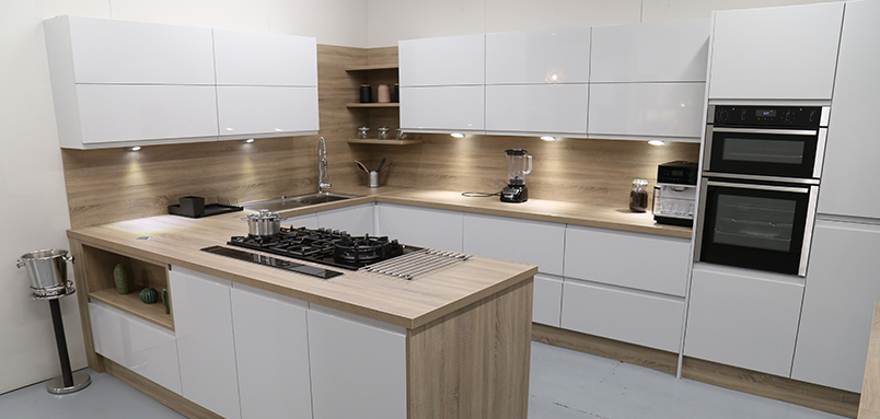 Handleless High Gloss Grey with Bardolino Oak worktop