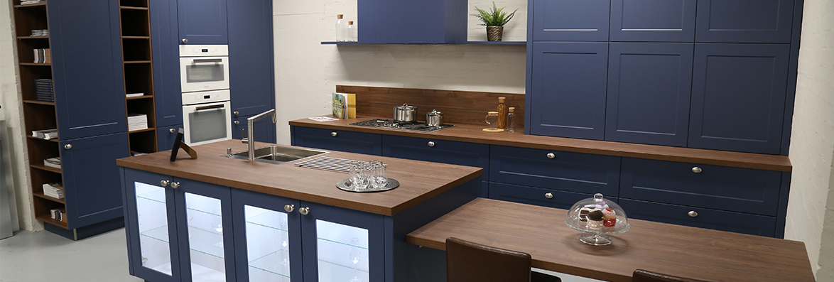 Frame Lack Blueberry with Walnut Royal Worktop