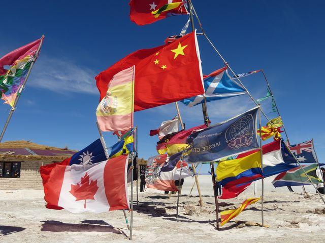 Vlaggen bij Salar de Uyuni