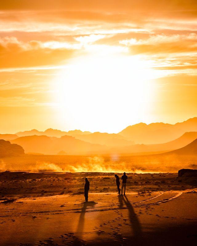 Zonsondergang in de Wadi Rum Woestijn
