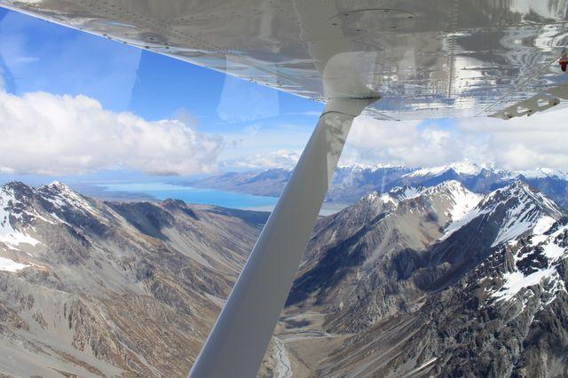 Vliegen boven Lake Tekapo