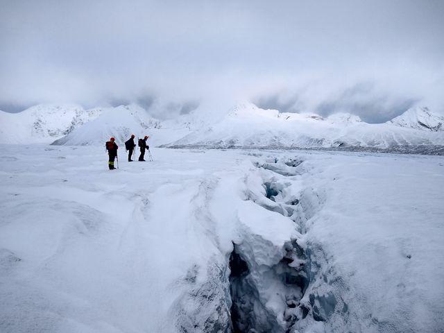 Wandelen op de Hansbreen-gletsjer, Spitsbergen