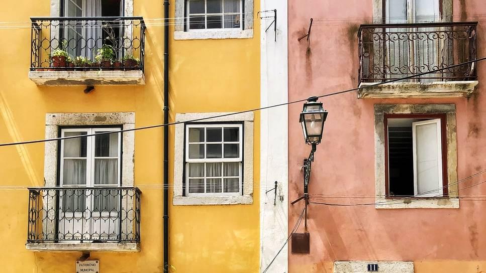 Kleurrijke huizen in Lissabon