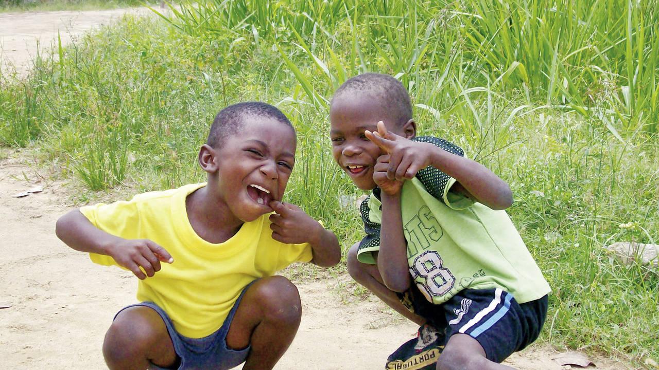 Lokale kinderen in Suriname